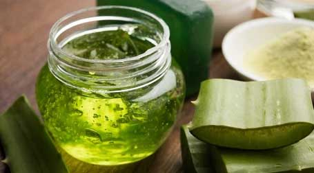 Aloe Vera Aloe Vera contains antioxidants, enzymes, vitamins A and C, and it is highly anti-inflammatory. It treats burns and dry skin, plus its antibacterial properties speed up healing and can help with acne.