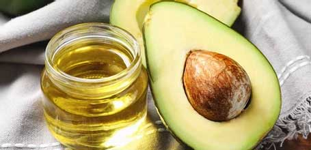 Avacado Oil  The antioxidants and anti-inflammatory agents in avocado oil help your skin stay smooth, strong, and elastic. The beta carotene, protein, lecithin, fatty acids, and vitamins A, D, and E found in avocado oil help moisturize and protect your skin from damaging UV rays and also increase collagen metabolism.